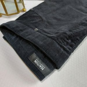 Kenneth Cole Reaction Black Velvety Cords Size 4